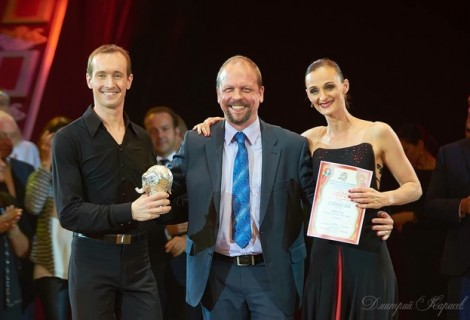 Dutch Juggling Tango Duo receives Silver Elephant prize
