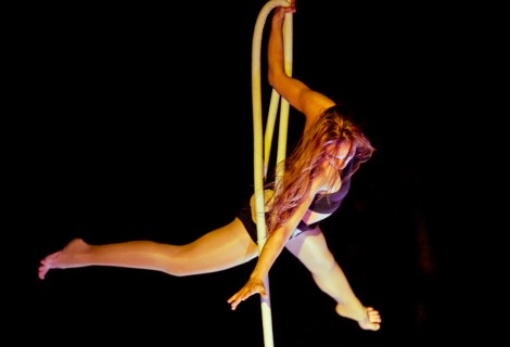 """Aerial Rope Act """"Hiraeth"""" by Victoria Roos"""